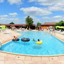 village-des-meuniers-piscine-900.jpg